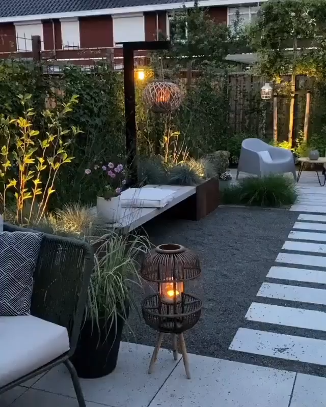 Photo of Cozy outdoor patio idea with garden and plants
