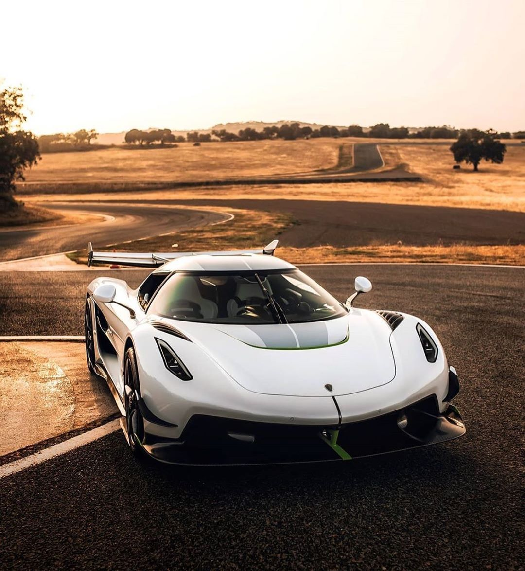 Theboring Cars Posted On Their Instagram Profile Rate This Koenigsegg From 0 100 Follow Theboring Cars For More In 2020 Super Cars Luxury Cars Cars