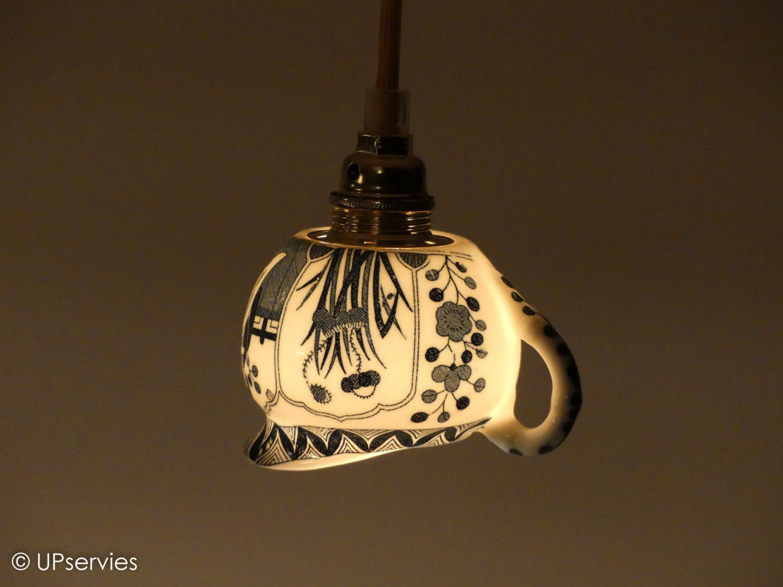 Hanglampje van Chinees porseleinen melkkannetje door upservies op Etsy