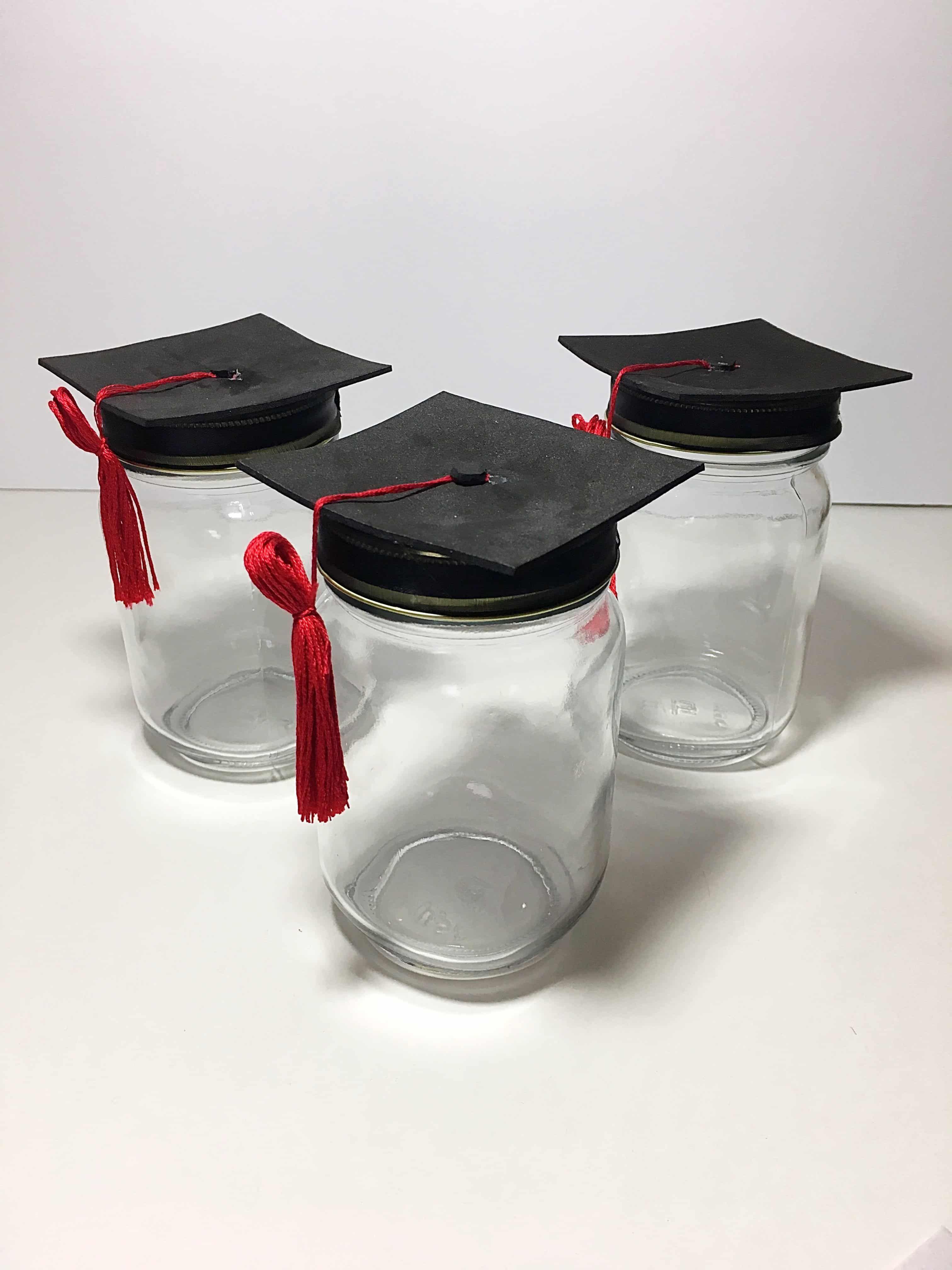 Diy Adorable Graduation Cap Mason Jars Graduation Gifts For Friends Diy Graduation Gifts Graduation Mason Jars