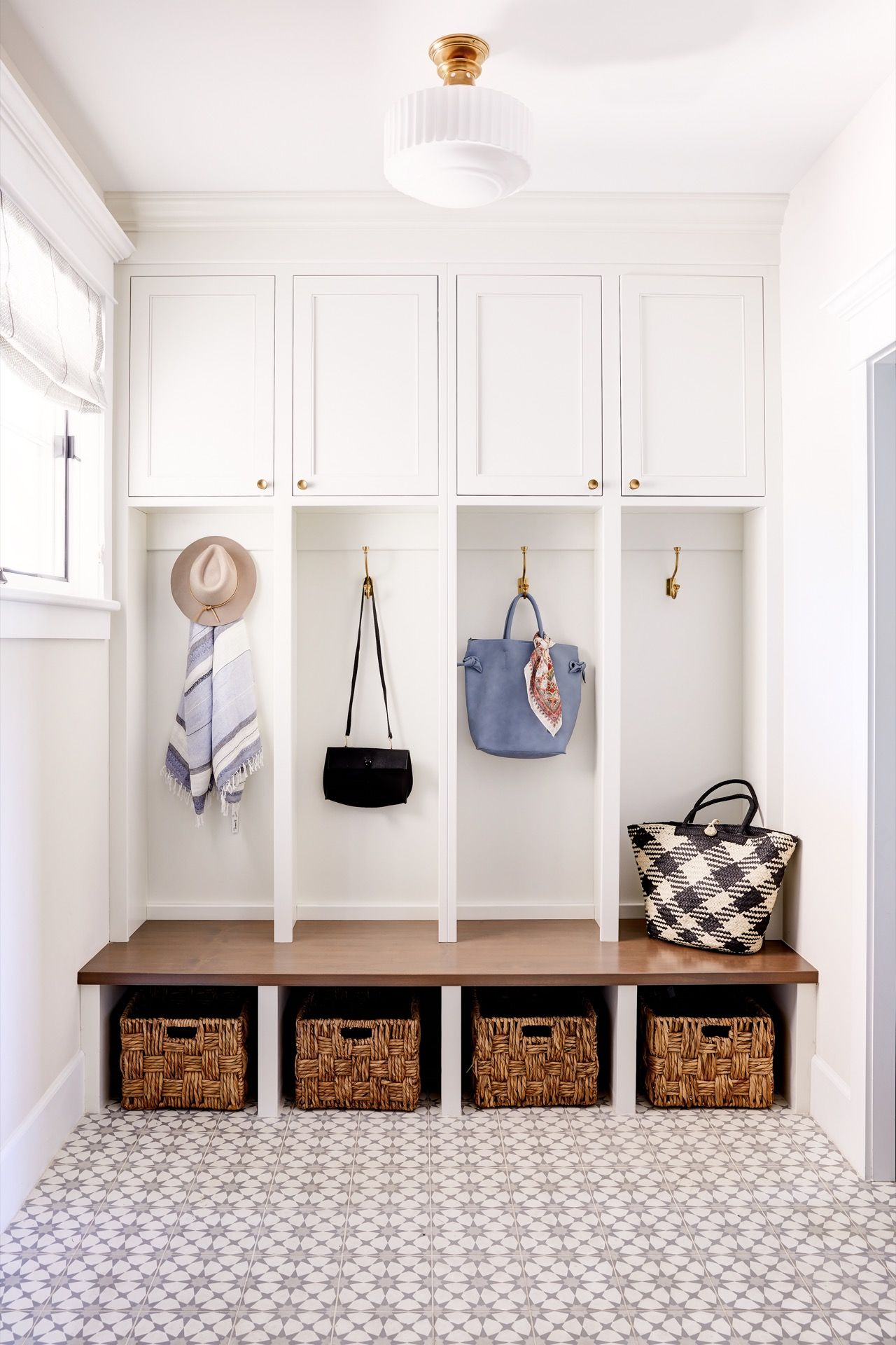 loving this mudroom with white built ins a dark wood bench and this rh pinterest com