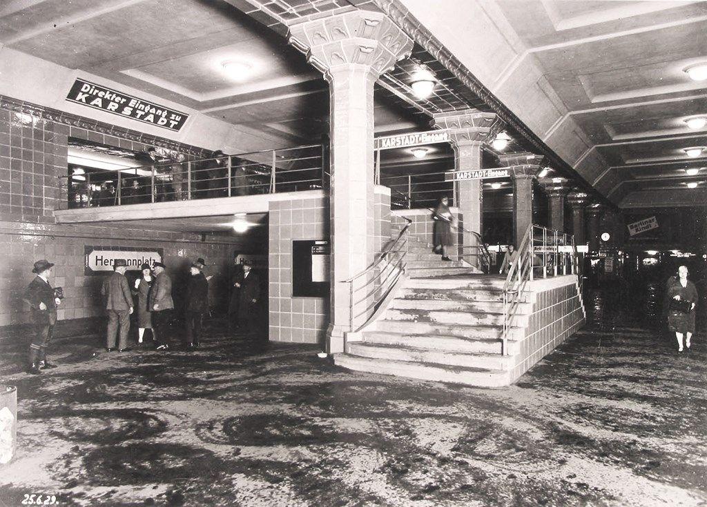 25 06 1929 U Bahnhof Hermannplatz Foto Privatbesitz Landesbildstelle Berlin U Bahnhof Berlin Ubahn U Bahn