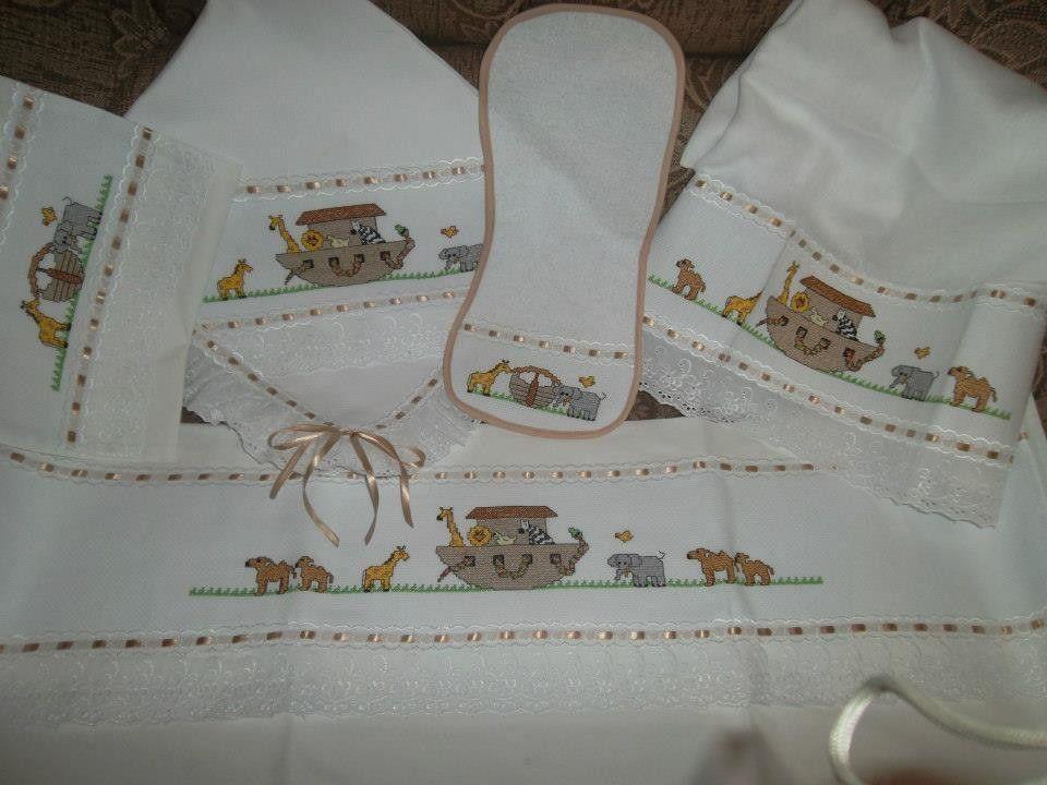 ec497861c3 Enxoval+de+bebê +bordado+em+ponto+cruz+com+acabamento+em+bordado+inglês+contendo+uma+manta+de+pique
