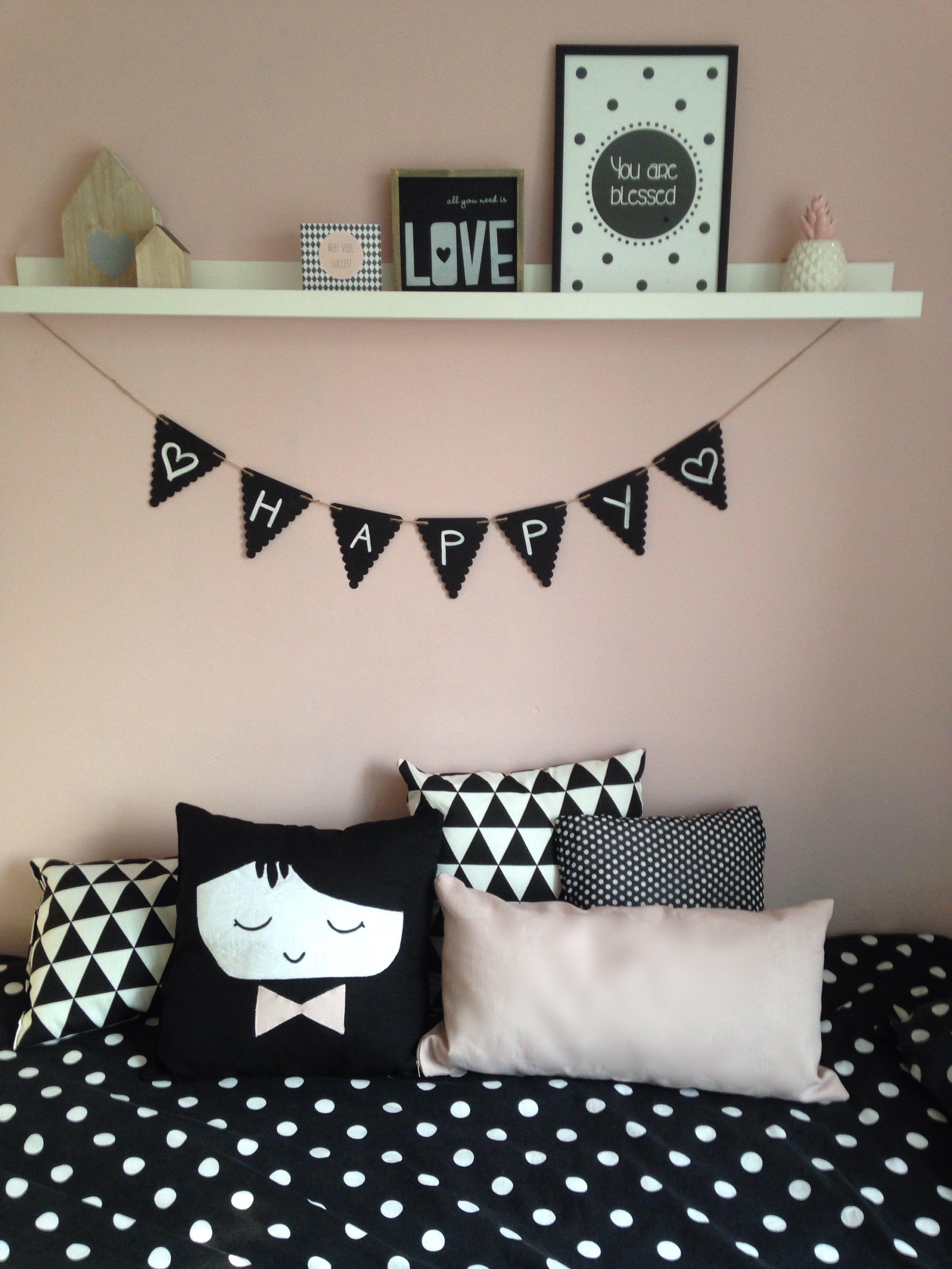Meisjeskamer slaapkamer zwartwit oud roze stippen  Black