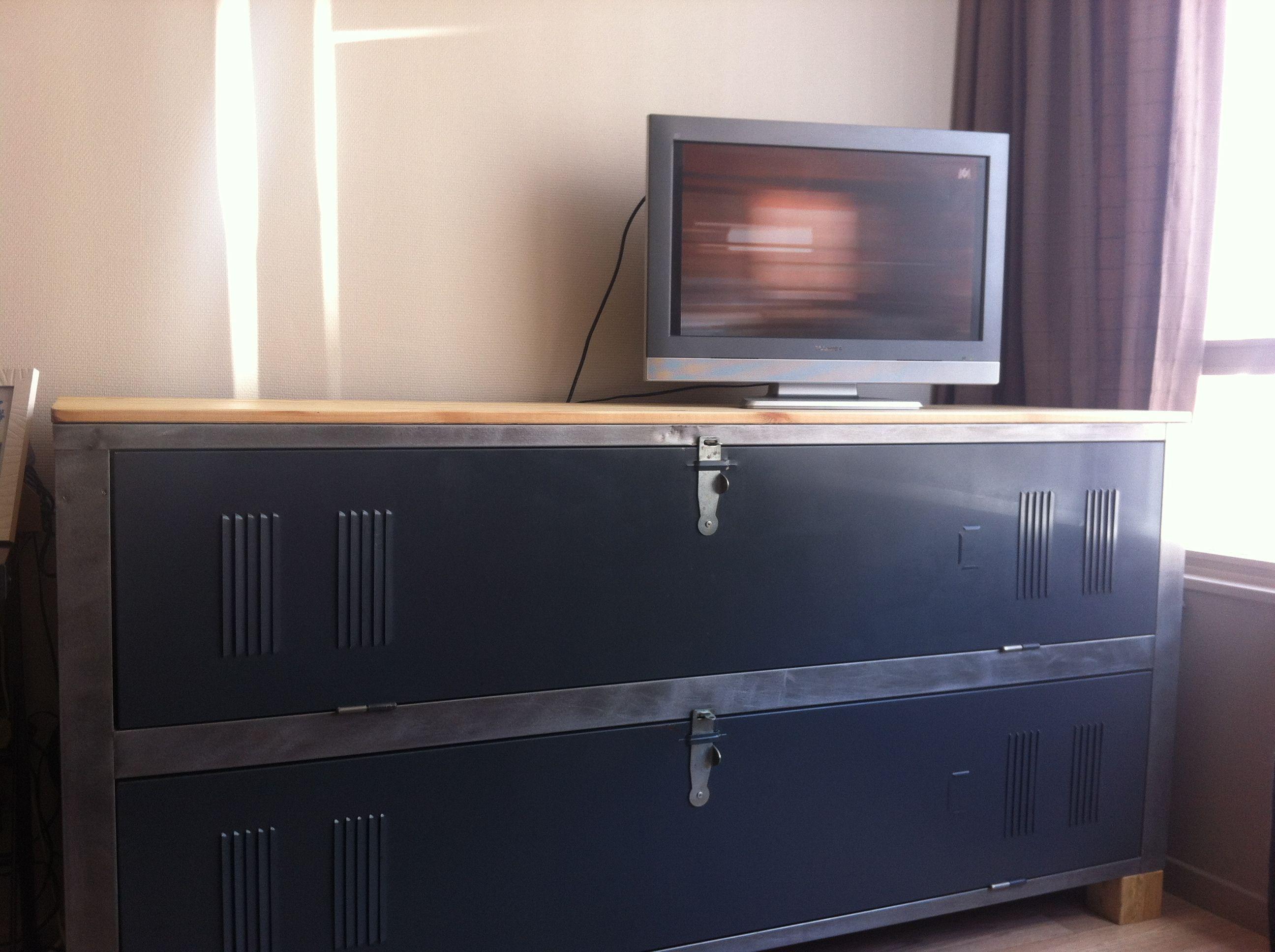 industrial vestiaire tv fourniture sterling wood. Black Bedroom Furniture Sets. Home Design Ideas