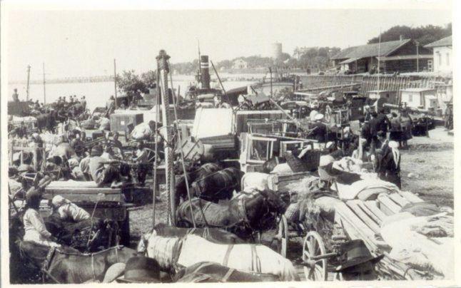 La 20 septembrie 1940 a început procesul de evacuare a populaţiei din  Cadrilater în urma tratatului de la Craiova de la 7 septembrie 1940, p… |  Outdoor, History, Travel