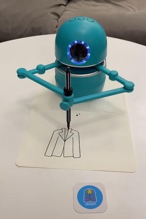 This Adorable Little Robot will draw anything it sees. 😍👌🐱🏍🤩