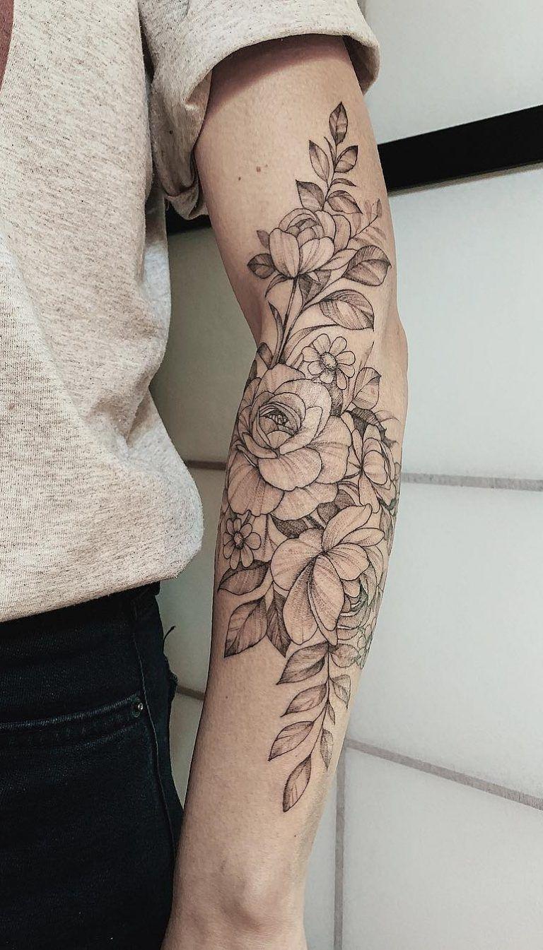 Weibliche Tattoos auf seinem Unterarm → 150 unglaubliche