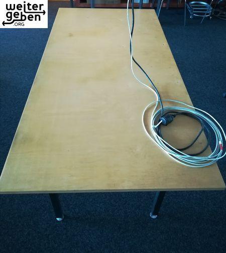 Wer Benötigt Große Tische Spende Stabile Rechteckige Tische