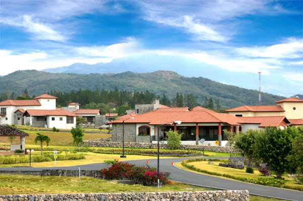 http://youtu.be/RcfxLRlDUDE http://www.prestigepanamarealty.com/eng/property/433  Home and lots for sale at Los Molinos, one of the best Residential homes! Chiriqui