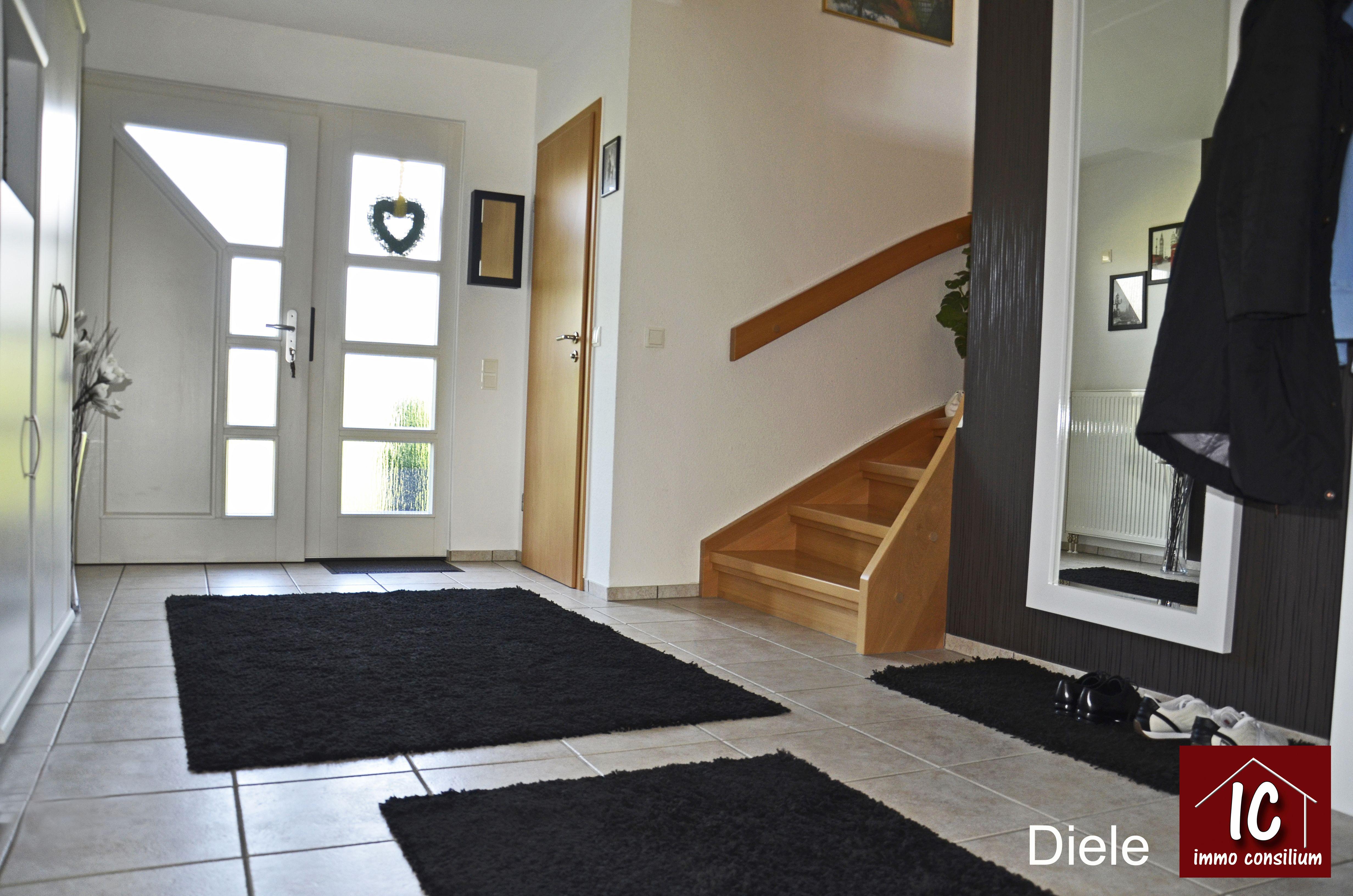 Fliesen eingangsbereich haus aussen wohn design for Eingangsbereich gestalten