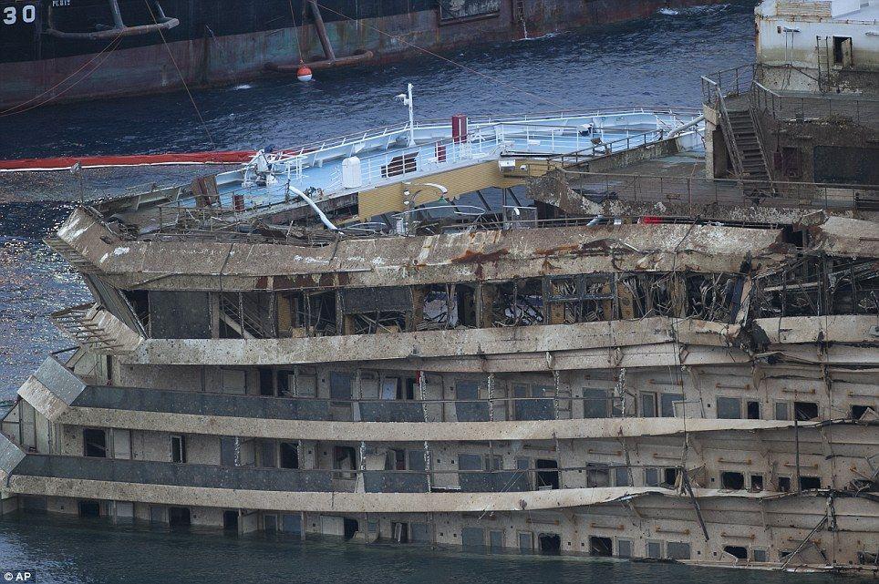 Costa Concordia Is Winched Upright In 500m Salvage Operation Concordia Italian Cruises Cruise Ship