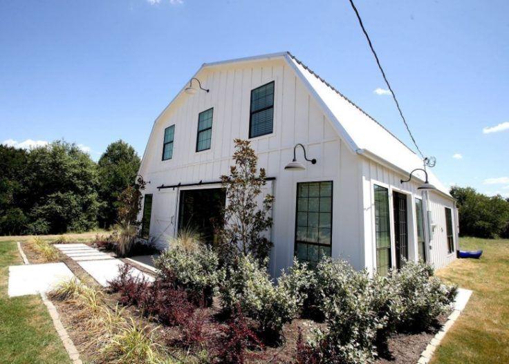 Barndominium houses southern farmhouse log homes fixer upper barn apartment floor also best images in rh pinterest