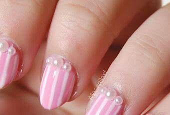 Uñas rosa con perlas
