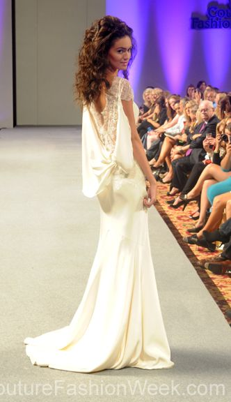 #moteuke #design #model #stil #kvinne #IsabelZapardiez #mote #couture #fashion #brudekjole #kjole #detaljer #blonder #silke