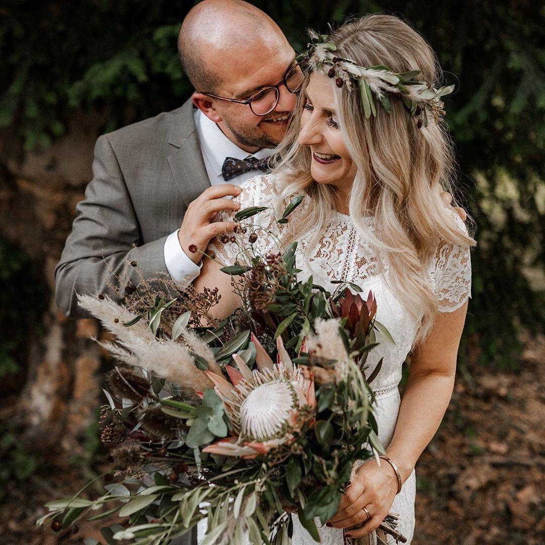 Hochzeitsdeko Mit Pampasgras Wirkt Locker Naturlich Sommerlich Und Edel Zugleich Lasst Euch Von Unser Hochzeit Hochzeit Brautjungfern Hochzeitsinspirationen