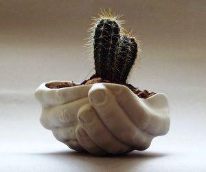 idee regalo originali regali per la casa vaso a forma di mani