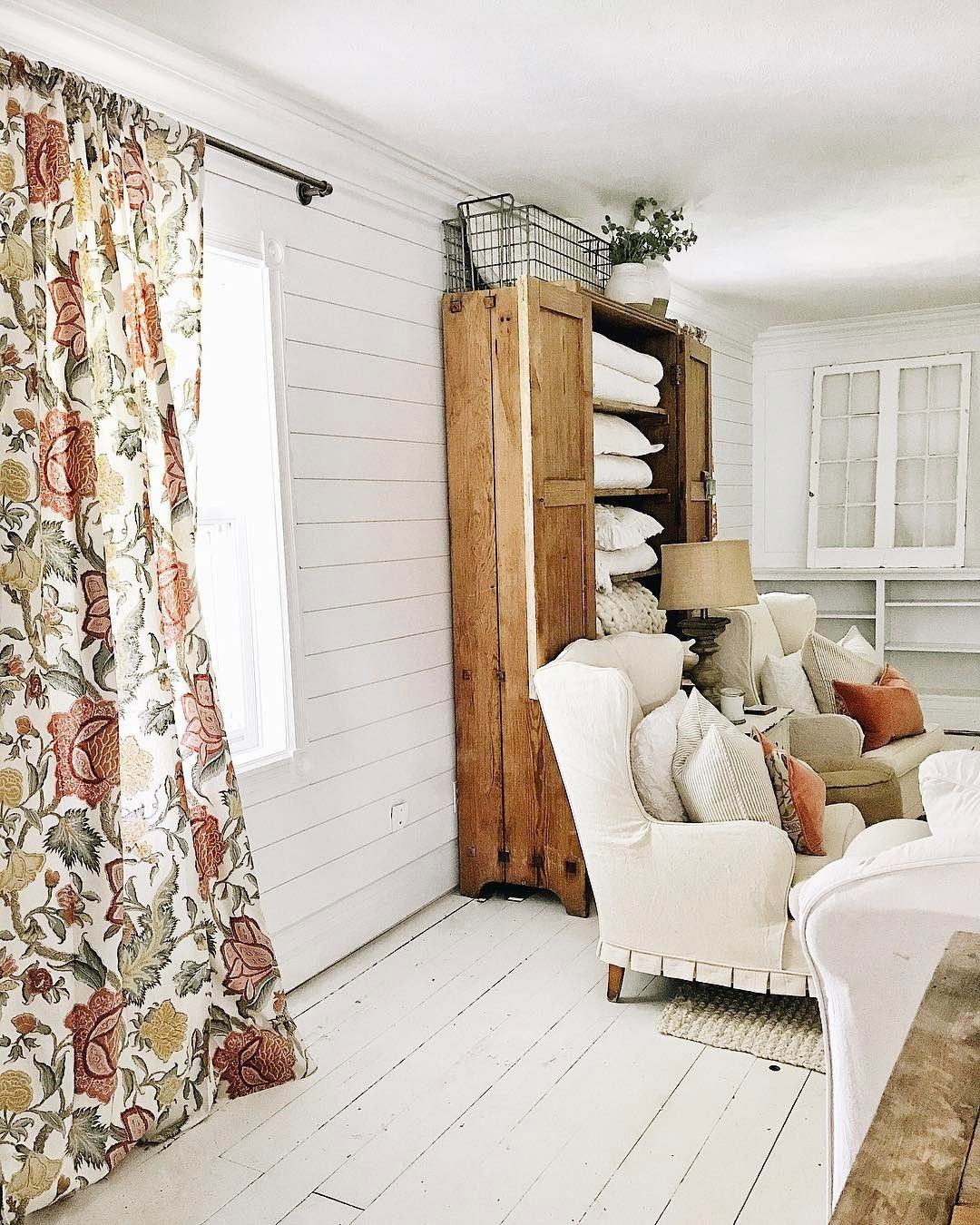 Beautiful farmhouse decor | Interior | Pinterest | Vintage, Living ...