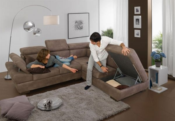 Più di cento modelli di divani, poltrone, componibili, circa ...