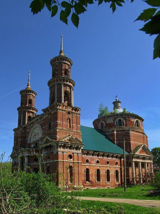 Abandoned St. Vladimir Church (1797-1823), Lipetsk region, Russia