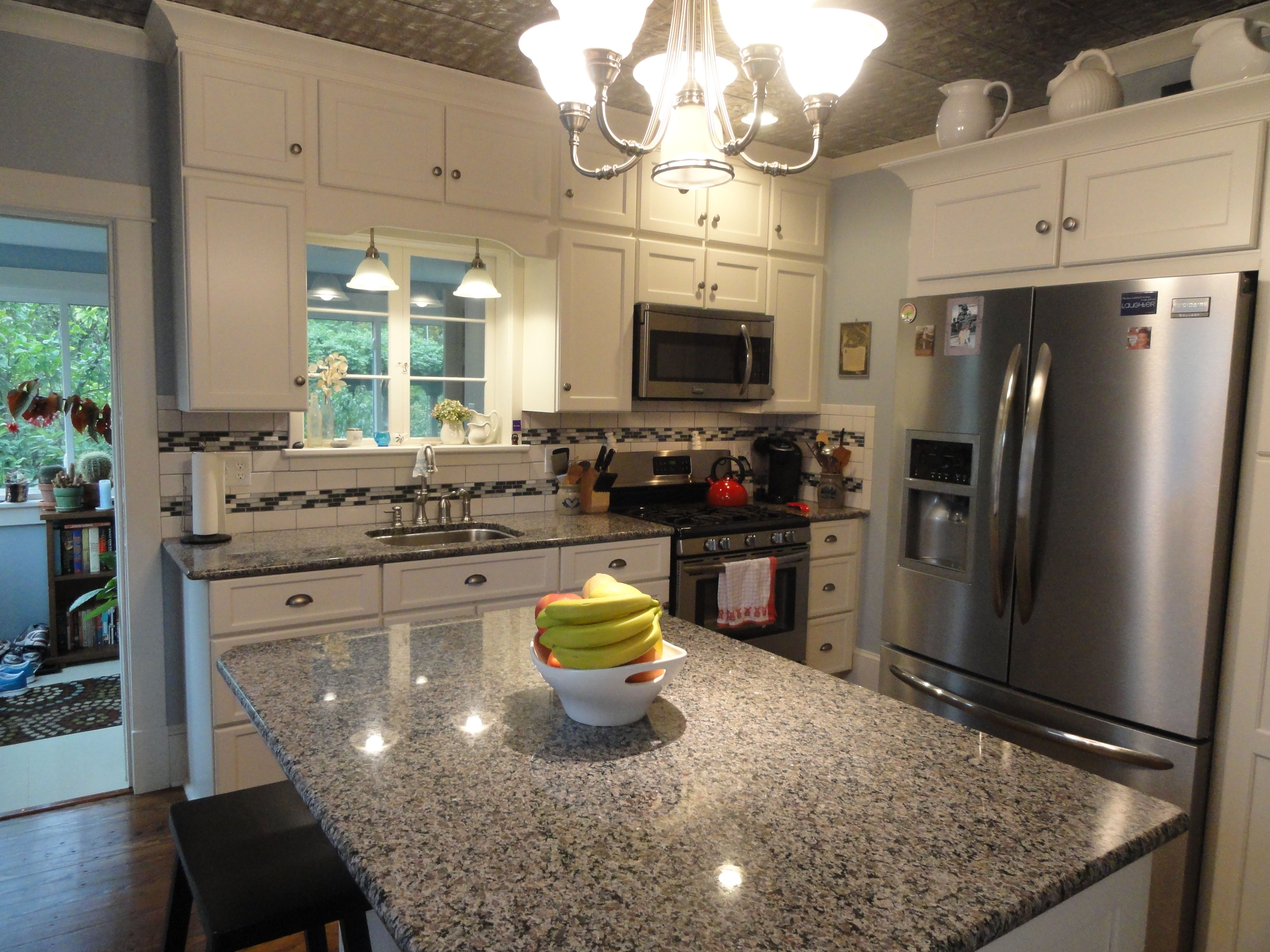 Granit Kitchen 17 Best Ideas About Caledonia Granite On Pinterest Small Granite