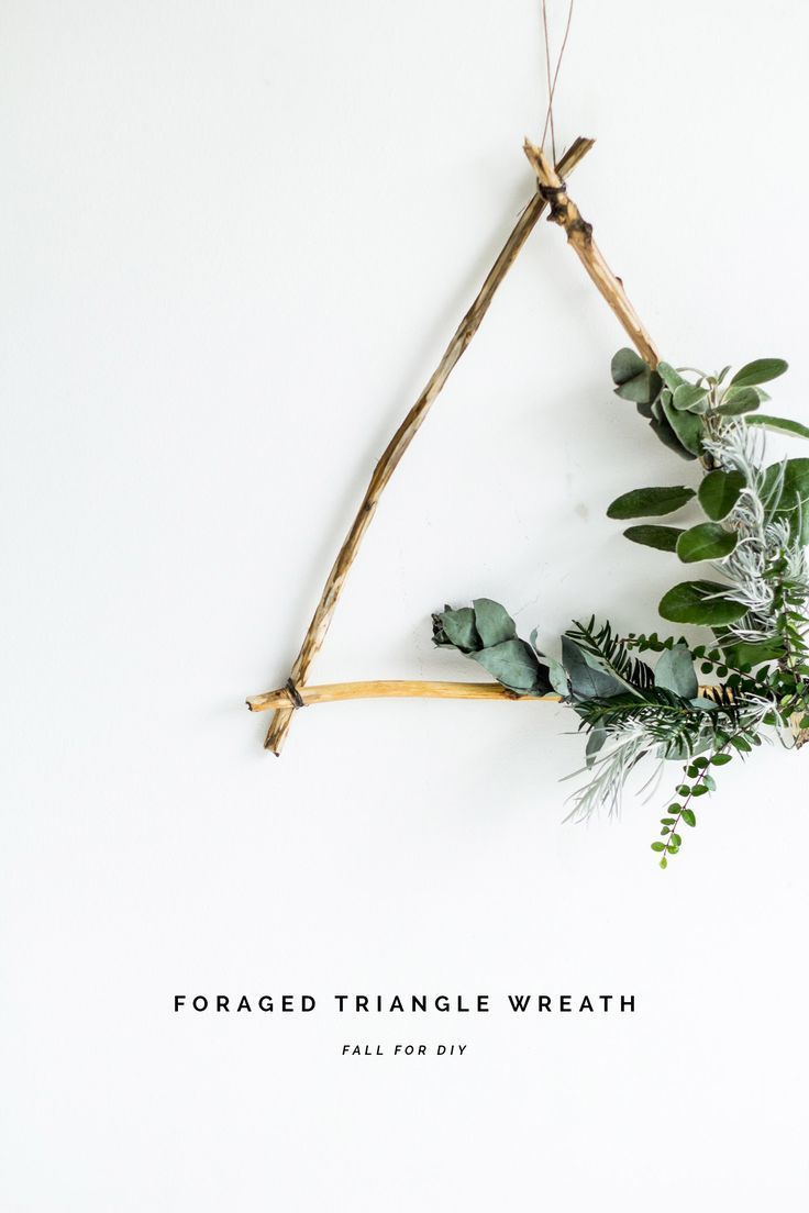 DIY Foraged Triangle Christmas Wreath #wreaths