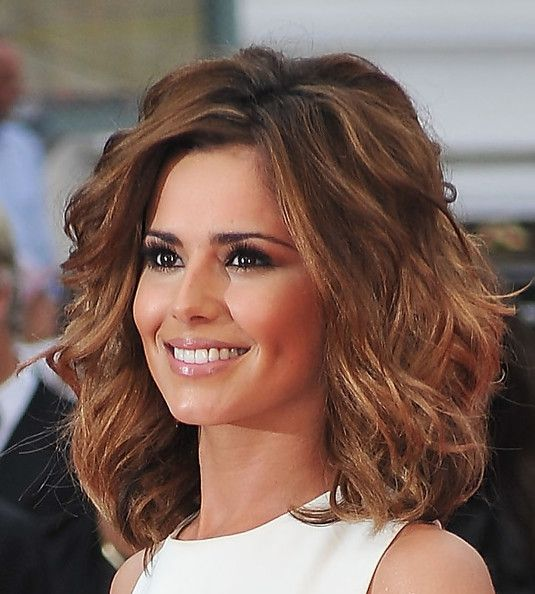 Cheryl Cole Short Wavy Cut, The beautiful brunette wore a voluminous, waved hairstyle with honey-hued highlights.