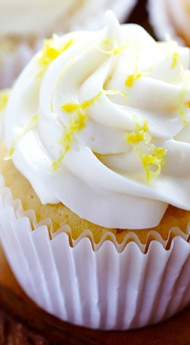 Honey Lemon Cupcakes w/ Honey Cream Cheese Frosting