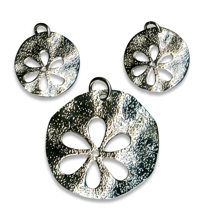 Blue moon beads pendant metal cutout flower silver products blue moon beads pendant metal cutout flower silver aloadofball Images