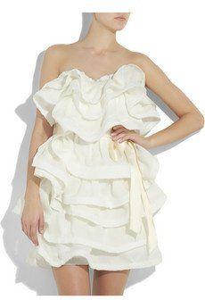 Visitando a nova boutique das noivas do Net-a-Porter, fiquei encantada com alguns vestidos que vi… todos têm um estilo que eu gosto muito, sem muitos detalhes ou bordados. Achei tão chique… Selecionei alguns aqui: