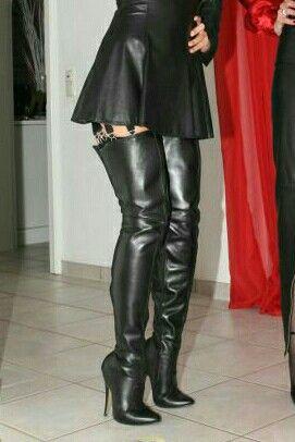 Leinwandbild Sexy schwarze Stiefel