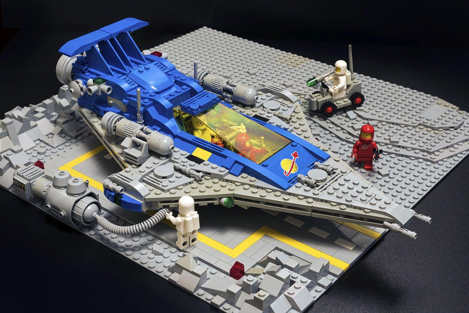 928 plus MOC   Lego space   Classic lego, Lego spaceship