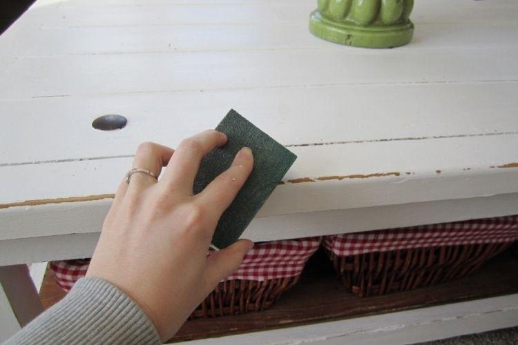 Meubles vintage diy 3 techniques faciles pour patiner le - Peindre un meuble en bois effet patine ...