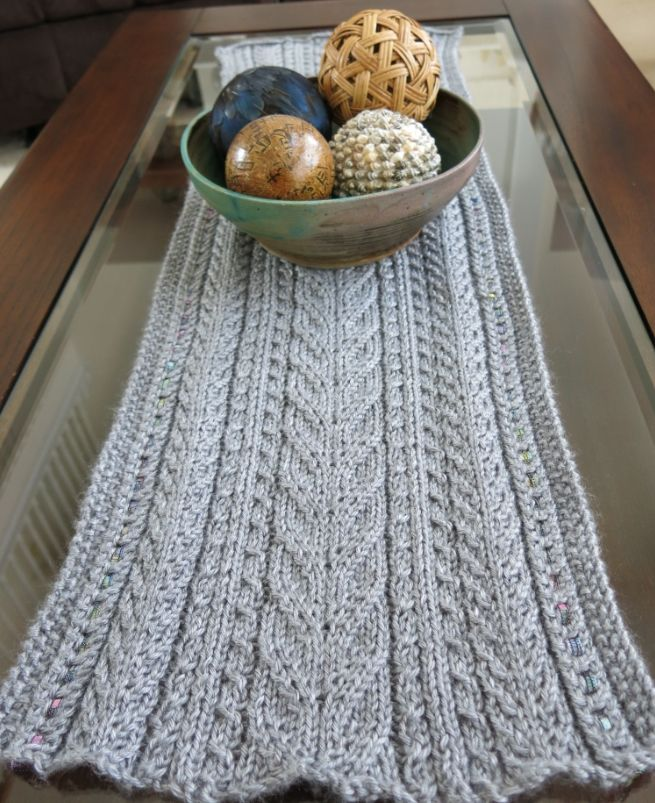 Free Knitting Pattern: Lace & Cables Table Runner   Strickvorlage ...