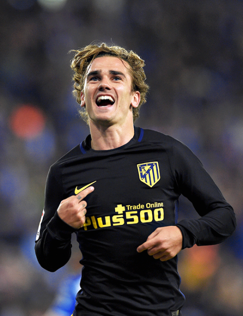 Daily Football Antoine Griezmann Celebrates After Scoring A Goal During The Spanish League Football Match Rcd Es Antoine Griezmann Griezmann Joueurs De Foot
