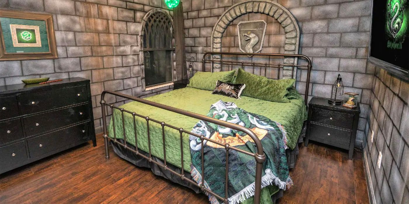 Harry Potter Airbnb Has Incredible Themed Rooms For Each Hogwarts House In 2020 Hogwarts Themed Room Room Themes Hogwarts Houses