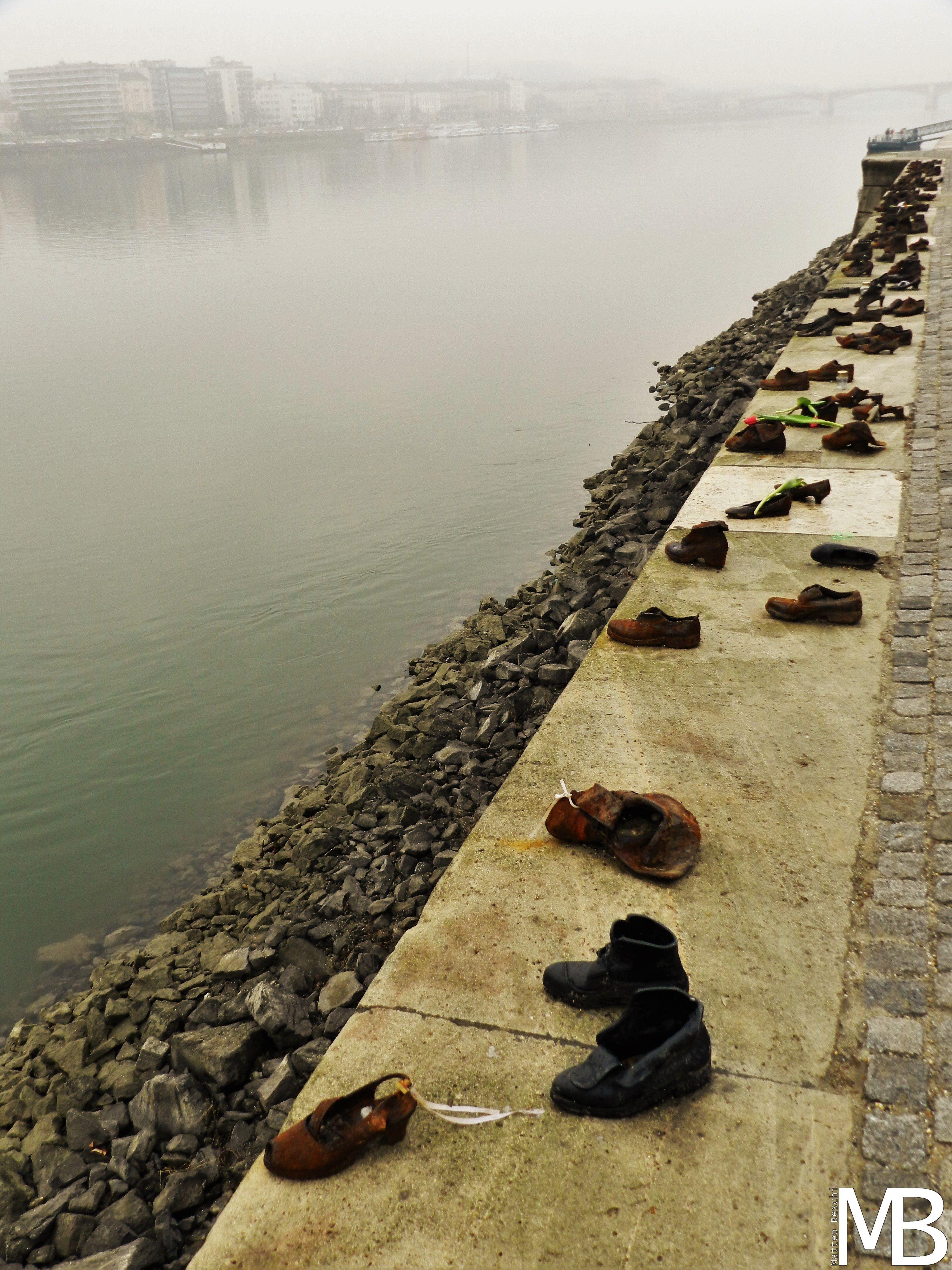 Memoriale Shoah Scarpe Sul Danubio Budapest Parigi Cose