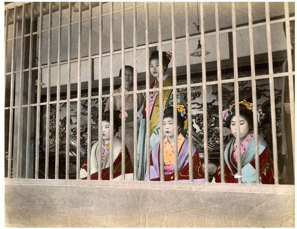 Yoshiwara Yukaku of Old Tokyo Prostitute Oiran on display (1872) Until 1946.