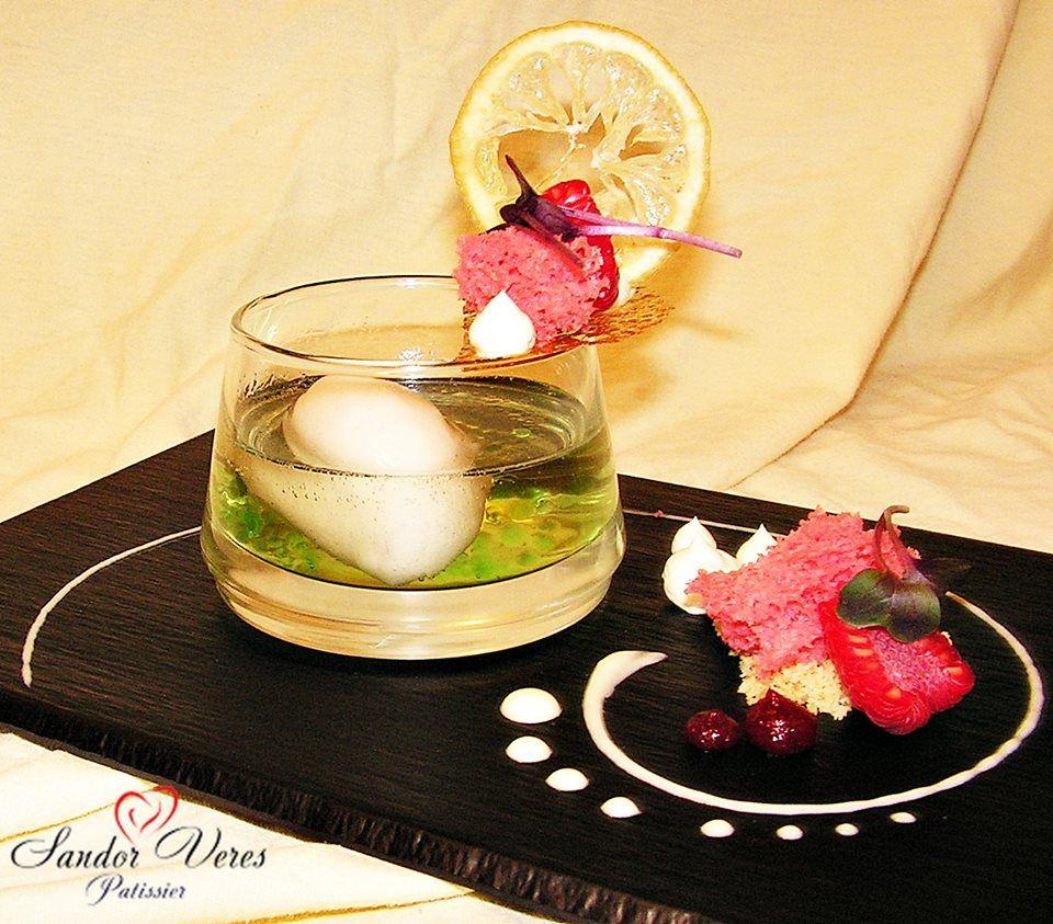 Zitronesorbet im Saumwein an Himbeeren Cake
