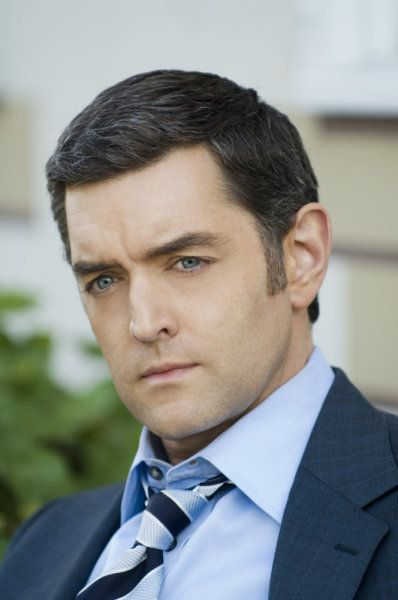 timothy omundson broken arm