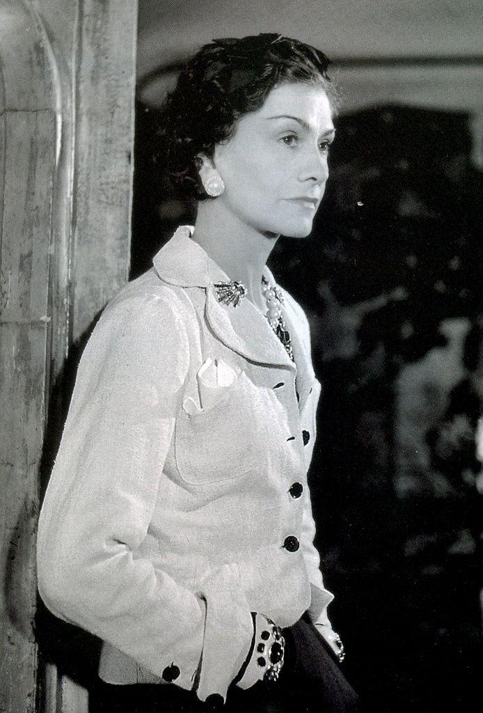 Coco Chanel (1937, by Boris Lipnitzki) #CocoChanel Visit espritdegabrielle.com | L'héritage de Coco Chanel #espritdegabrielle