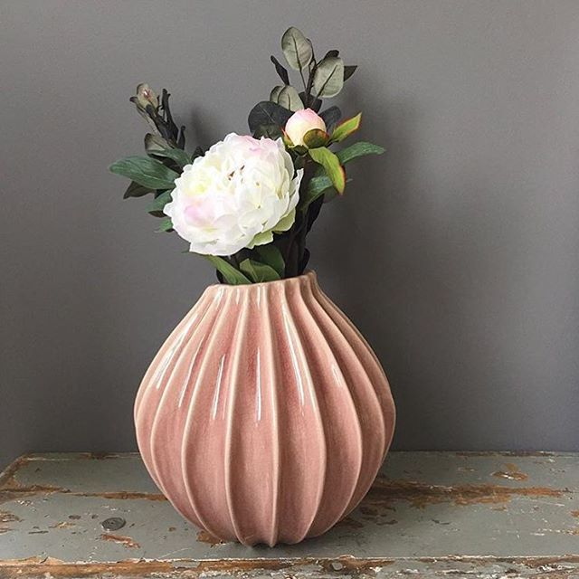 Our beautifully new vase 'Wide' #brostecph #vase #flowers #inspiration #nordic #nordicdesign #scandinavian @heges_hybel