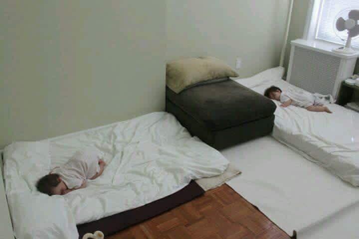 Cómo ayudar a que tus hijos se paren y acuesten en la cama de forma segura