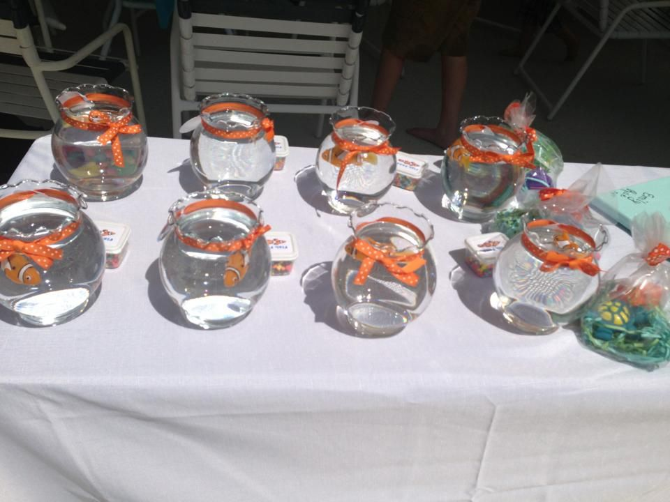 Finding nemo party fish bowls with nemo favors party for Fishing party favors
