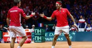 Roger Federer y Stanislas Wawrinka derrotaron a la dupla francesa en la final de dobles de la Copa Davis. Noviembre 22, 2014.