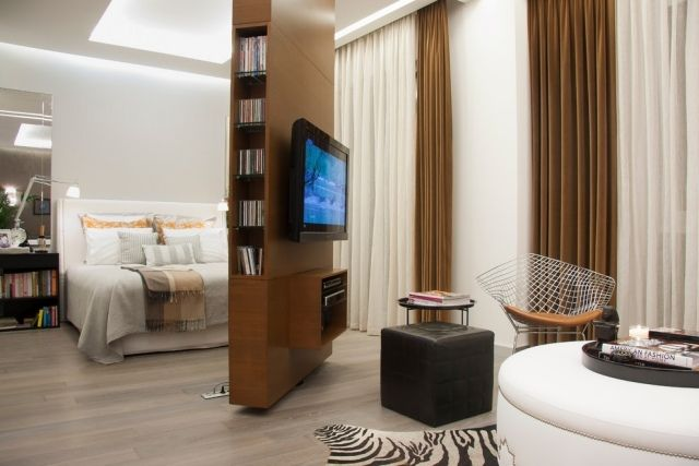 raumteiler holz schlafzimmer wohnzimmer abgrenzen drehbare wand, Schlafzimmer design