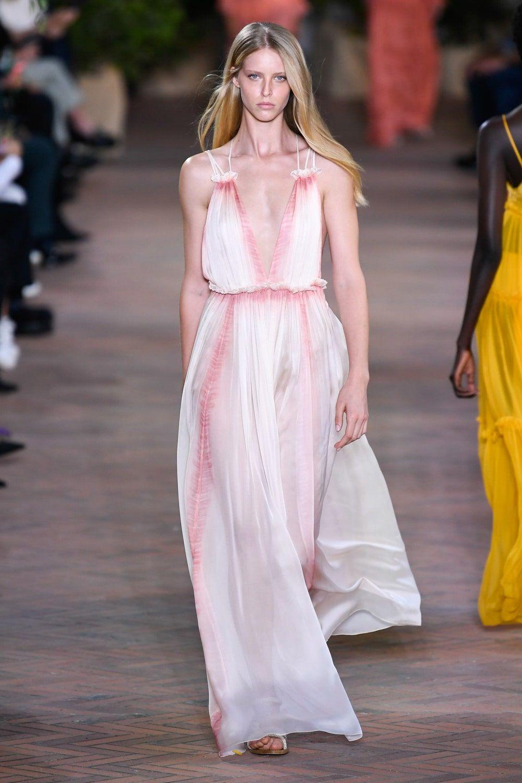 Alberta Ferretti Spring 2021 Ready To Wear Collection Vogue Brunch Fashion Fashion Ready To Wear