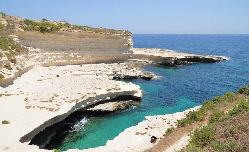 St Peter's Pool : ici pas de sable doré, mais une eau bleu cristalline à couper le souffle !