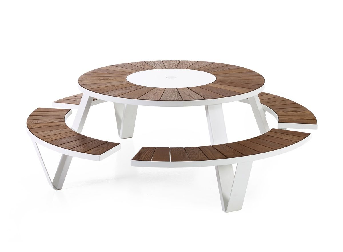 The Pantagruel Round Picnic Table Seats Eight People Because The Tabletop Is Fitted With A Lazy Su Outdoor Dining Table Round Picnic Table Rattan Dining Table