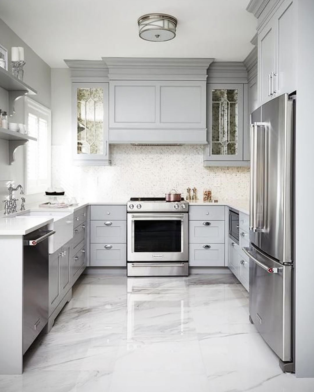 Floor Accents This marble kitchen flooring adds such a modern yet
